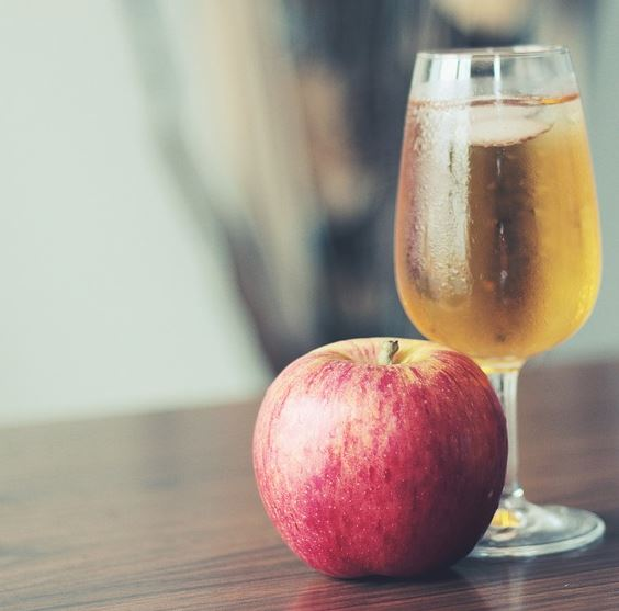 Apple Juice: Many Ways to Use Apples (15 Apple Fruit Uses & Recipe Ideas)